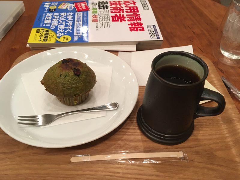 エアロプレスコーヒーとマフィン