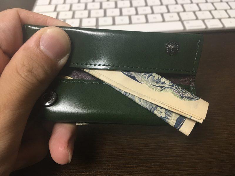 小さい小銭入れにお札を入れてみる