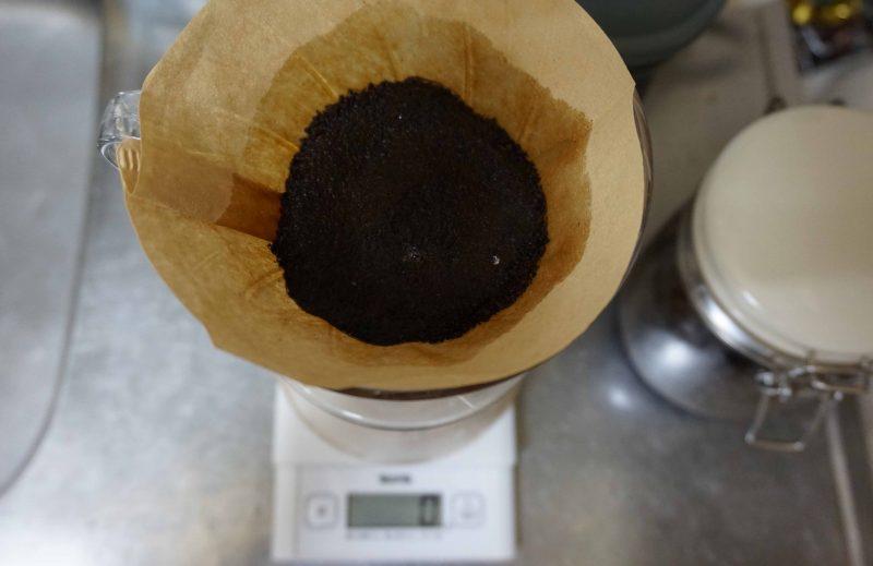 アイスコーヒーのドリップにて蒸らし中