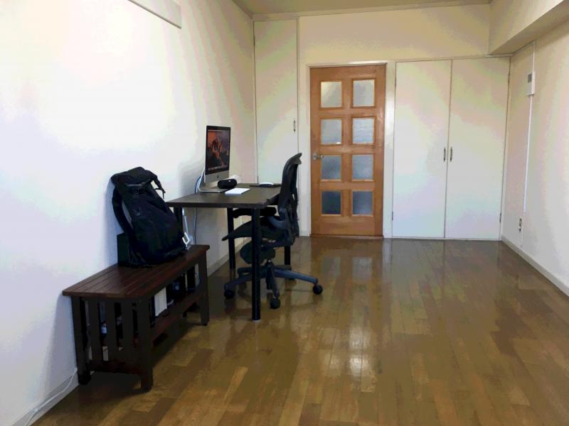男性のシンプルライフ部屋