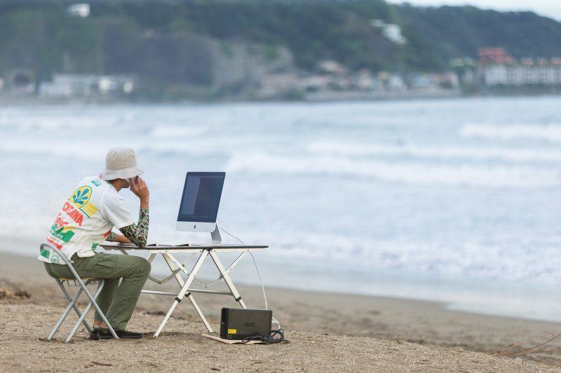 浜辺のWebデザイナー