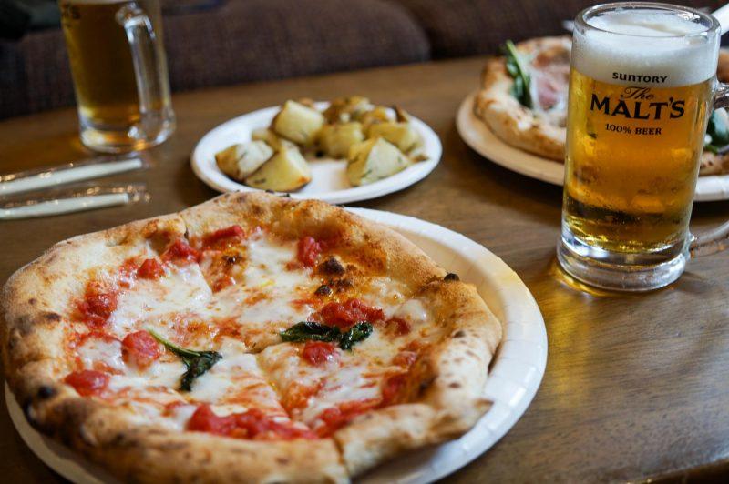 名古屋 大須商店街のピザ