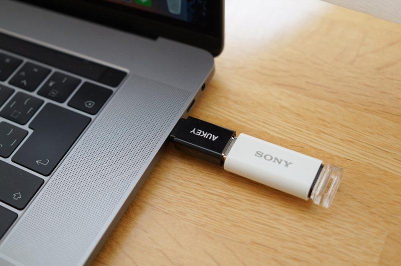 USBメモリを差し込んだところ
