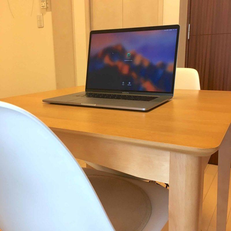 ダイニングキッチンにMacBookPro